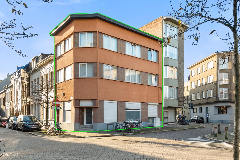 Interessant opbrengsteigendom met handelsgelijkvloers en 2 appartementen te Borgerhout afbeelding 1