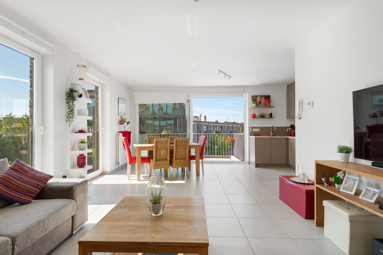 Recent en lichtrijk hoekappartement met twee slaapkamers en zonnig terras te Schoten! afbeelding 2