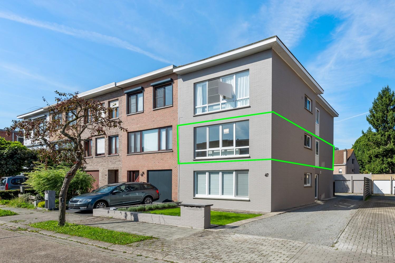 Lichtrijk, volledig gerenoveerd appartement met 2 slaapkamers & garagebox! afbeelding 1