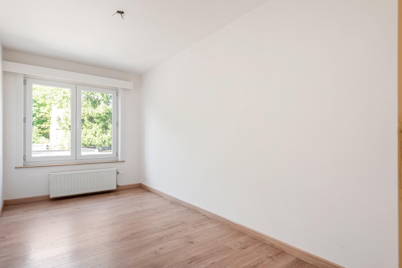 Lichtrijk, volledig gerenoveerd appartement met 2 slaapkamers & garagebox! afbeelding 13
