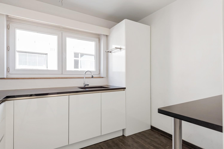 Lichtrijk, volledig gerenoveerd appartement met 2 slaapkamers & garagebox! afbeelding 10