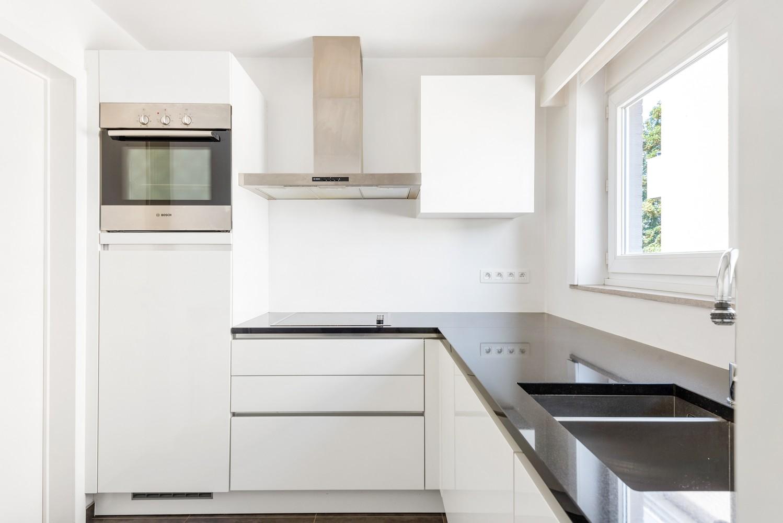 Lichtrijk, volledig gerenoveerd appartement met 2 slaapkamers & garagebox! afbeelding 8