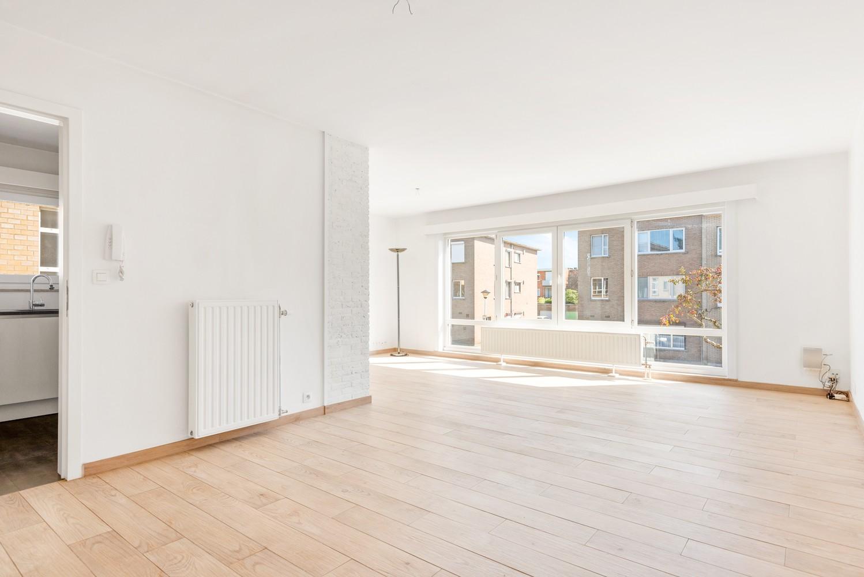 Lichtrijk, volledig gerenoveerd appartement met 2 slaapkamers & garagebox! afbeelding 3
