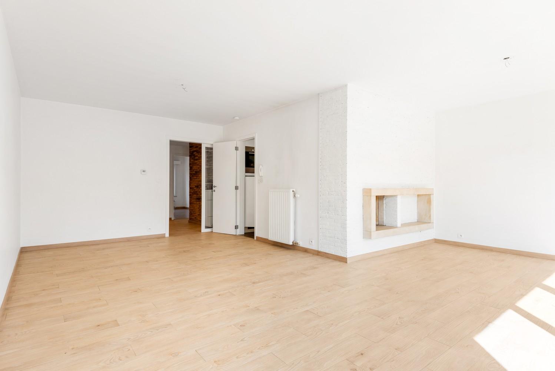 Lichtrijk, volledig gerenoveerd appartement met 2 slaapkamers & garagebox! afbeelding 4