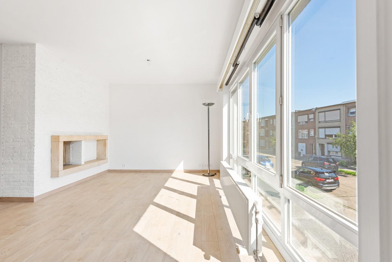 Lichtrijk, volledig gerenoveerd appartement met 2 slaapkamers & garagebox! afbeelding 2