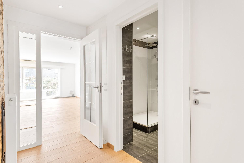 Lichtrijk, volledig gerenoveerd appartement met 2 slaapkamers & garagebox! afbeelding 7