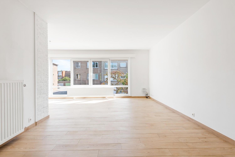 Lichtrijk, volledig gerenoveerd appartement met 2 slaapkamers & garagebox! afbeelding 6