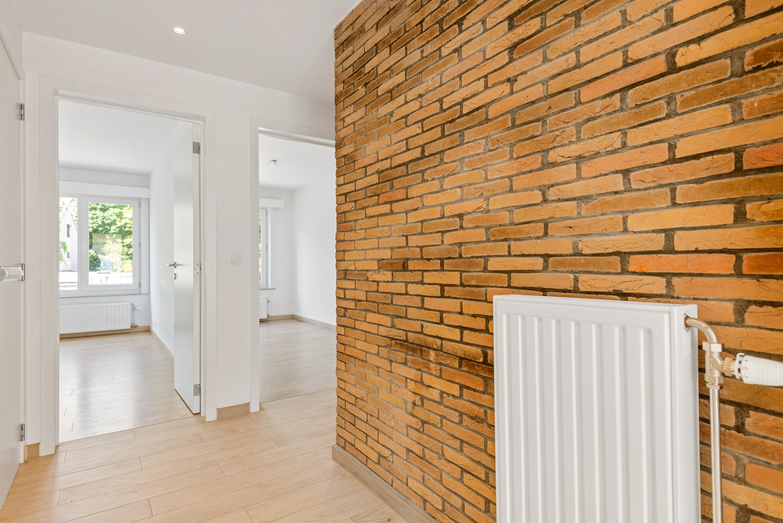 Lichtrijk, volledig gerenoveerd appartement met 2 slaapkamers & garagebox! afbeelding 11