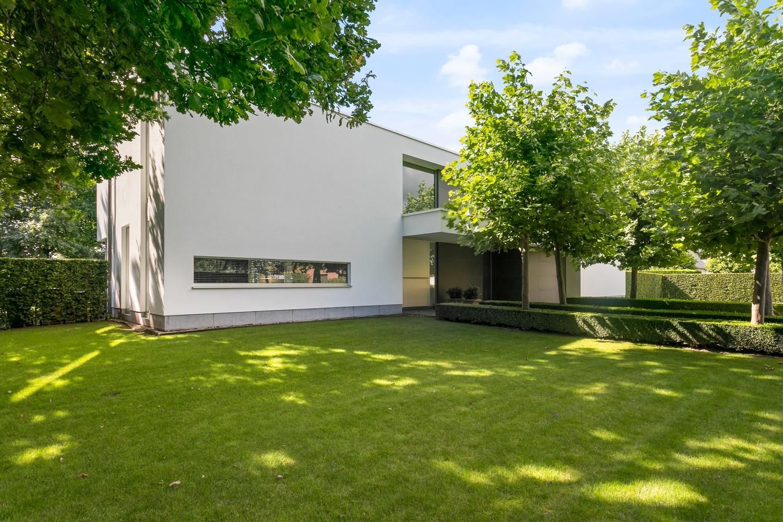 Op een rustige en residentiële ligging te Kessel (Nijlen) op een boogscheut van Lier vinden we deze recente woning (2009) van de hand van de gekende architect Reginald Schellen. afbeelding 40