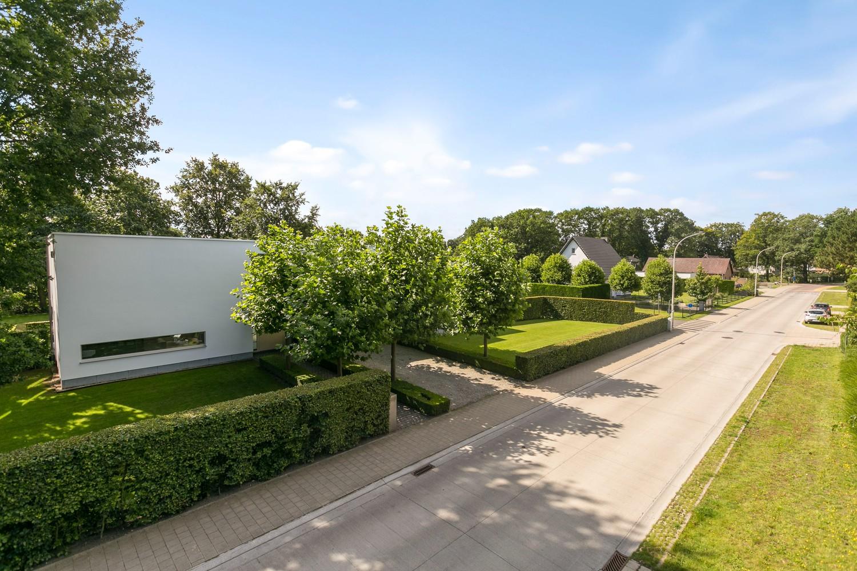 Op een rustige en residentiële ligging te Kessel (Nijlen) op een boogscheut van Lier vinden we deze recente woning (2009) van de hand van de gekende architect Reginald Schellen. afbeelding 49
