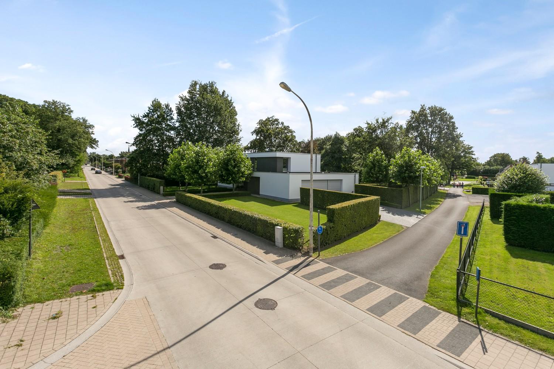 Op een rustige en residentiële ligging te Kessel (Nijlen) op een boogscheut van Lier vinden we deze recente woning (2009) van de hand van de gekende architect Reginald Schellen. afbeelding 50