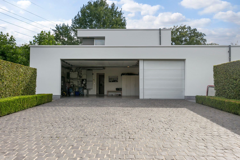 Op een rustige en residentiële ligging te Kessel (Nijlen) op een boogscheut van Lier vinden we deze recente woning (2009) van de hand van de gekende architect Reginald Schellen. afbeelding 38