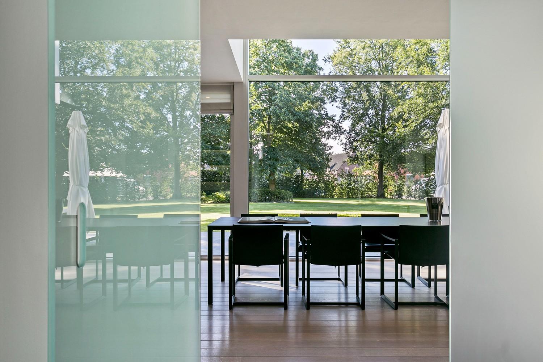 Op een rustige en residentiële ligging te Kessel (Nijlen) op een boogscheut van Lier vinden we deze recente woning (2009) van de hand van de gekende architect Reginald Schellen. afbeelding 4