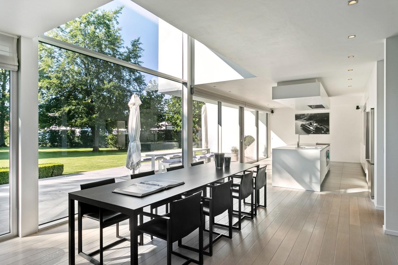 Op een rustige en residentiële ligging te Kessel (Nijlen) op een boogscheut van Lier vinden we deze recente woning (2009) van de hand van de gekende architect Reginald Schellen. afbeelding 10