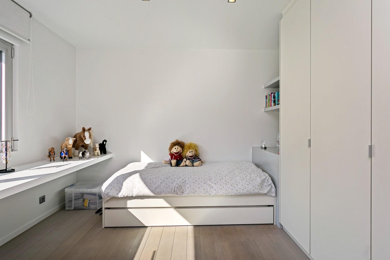 Op een rustige en residentiële ligging te Kessel (Nijlen) op een boogscheut van Lier vinden we deze recente woning (2009) van de hand van de gekende architect Reginald Schellen. afbeelding 26
