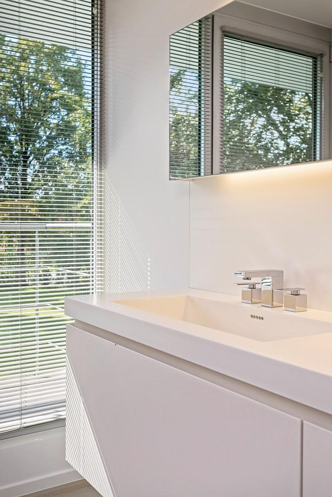 Op een rustige en residentiële ligging te Kessel (Nijlen) op een boogscheut van Lier vinden we deze recente woning (2009) van de hand van de gekende architect Reginald Schellen. afbeelding 33