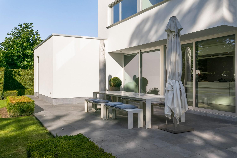 Op een rustige en residentiële ligging te Kessel (Nijlen) op een boogscheut van Lier vinden we deze recente woning (2009) van de hand van de gekende architect Reginald Schellen. afbeelding 46