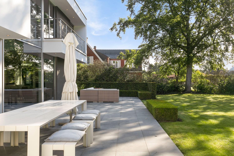Op een rustige en residentiële ligging te Kessel (Nijlen) op een boogscheut van Lier vinden we deze recente woning (2009) van de hand van de gekende architect Reginald Schellen. afbeelding 44