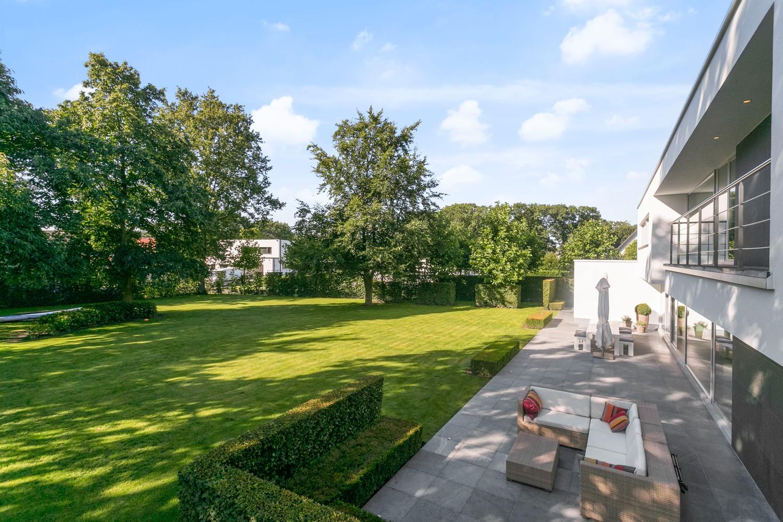 Op een rustige en residentiële ligging te Kessel (Nijlen) op een boogscheut van Lier vinden we deze recente woning (2009) van de hand van de gekende architect Reginald Schellen. afbeelding 43