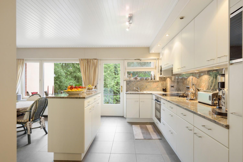 Verzorgde bel-étage woning met drie slaapkamers en zonnige tuin te Wijnegem. afbeelding 10