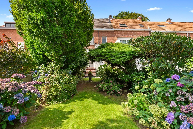 Te renoveren eengezinswoning met drie slaapkamers, inpandige garage, zolder en mooie tuin te Wijnegem! afbeelding 19