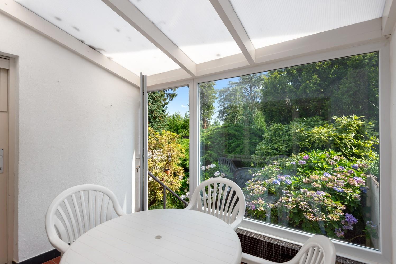 Te renoveren eengezinswoning met drie slaapkamers, inpandige garage, zolder en mooie tuin te Wijnegem! afbeelding 11