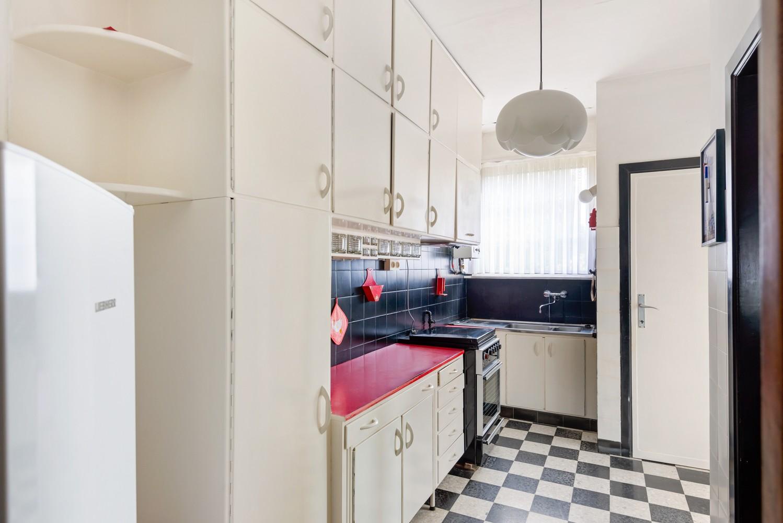 Te renoveren eengezinswoning met drie slaapkamers, inpandige garage, zolder en mooie tuin te Wijnegem! afbeelding 9