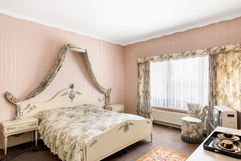 Te renoveren eengezinswoning met drie slaapkamers, inpandige garage, zolder en mooie tuin te Wijnegem! afbeelding 14