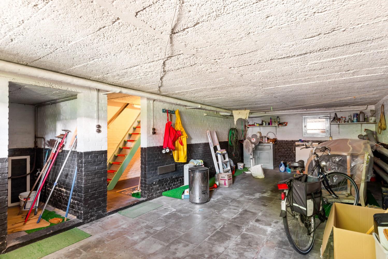 Te renoveren eengezinswoning met drie slaapkamers, inpandige garage, zolder en mooie tuin te Wijnegem! afbeelding 18