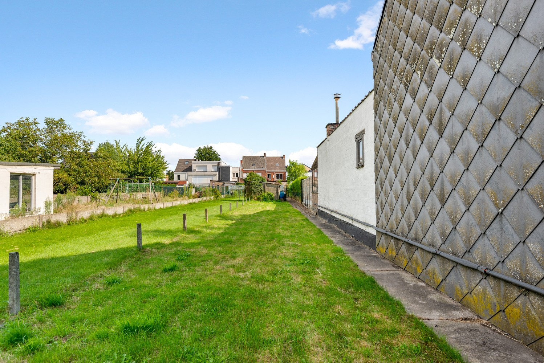 Volledig te renoveren woning gelegen in een rustige straat, nabij het centrum van Willebroek. afbeelding 2