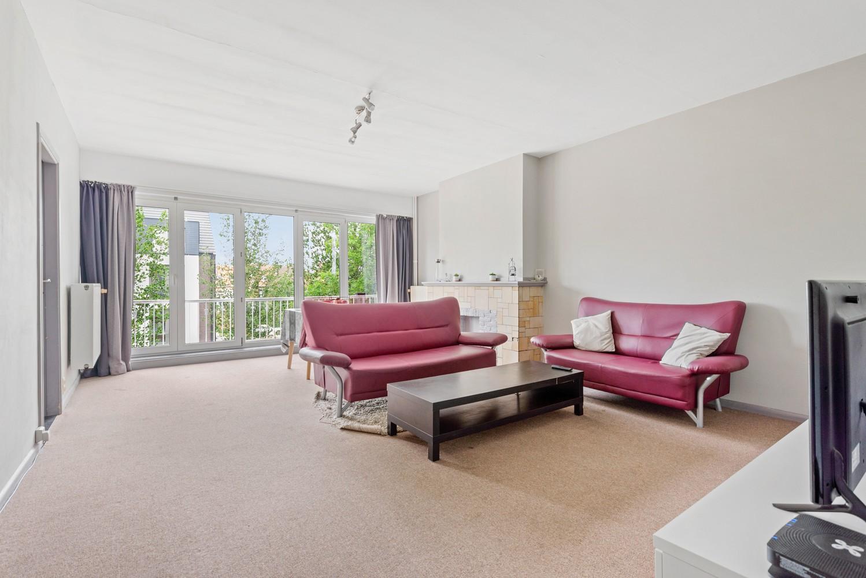 Op te frissen appartement met twee slaapkamers en terras te Schoten. afbeelding 3