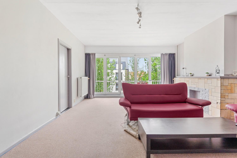 Op te frissen appartement met twee slaapkamers en terras te Schoten. afbeelding 4
