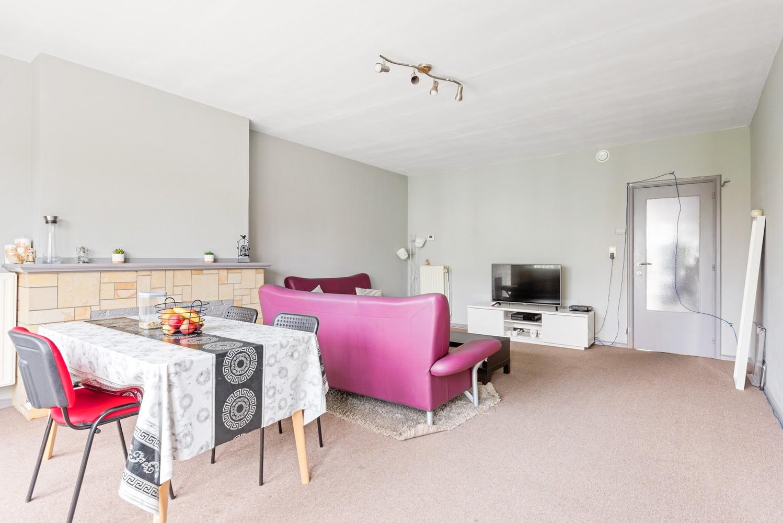Op te frissen appartement met twee slaapkamers en terras te Schoten. afbeelding 6