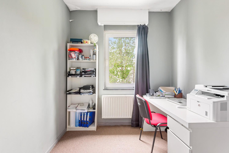Op te frissen appartement met twee slaapkamers en terras te Schoten. afbeelding 8