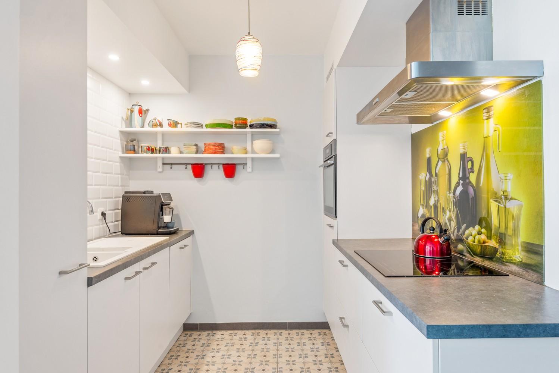 Smaakvol en recent appartement met twee slaapkamers en terras op  de grens Berchem/Mortsel afbeelding 3