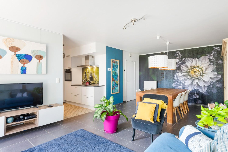 Smaakvol en recent appartement met twee slaapkamers en terras op  de grens Berchem/Mortsel afbeelding 5