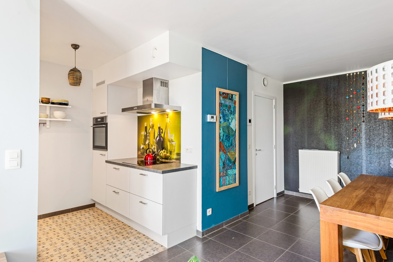 Smaakvol en recent appartement met twee slaapkamers en terras op  de grens Berchem/Mortsel afbeelding 4