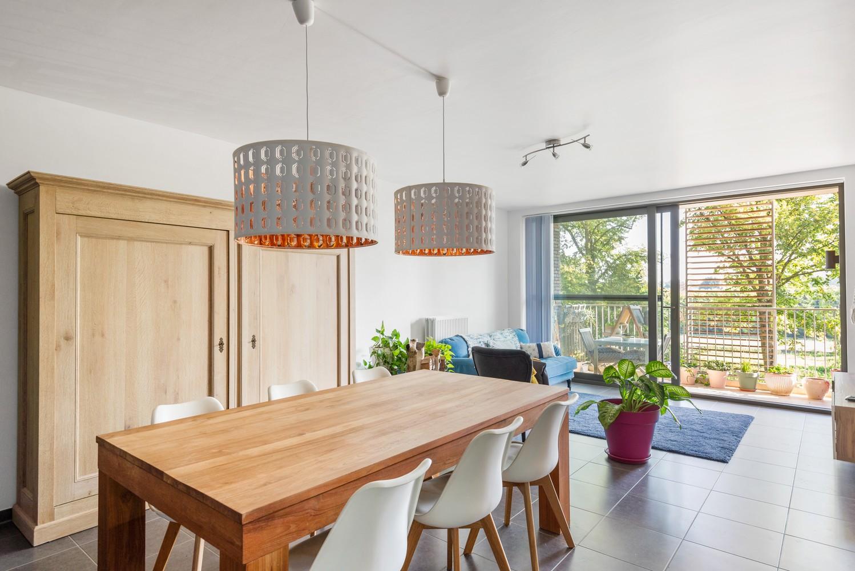 Smaakvol en recent appartement met twee slaapkamers en terras op  de grens Berchem/Mortsel afbeelding 7
