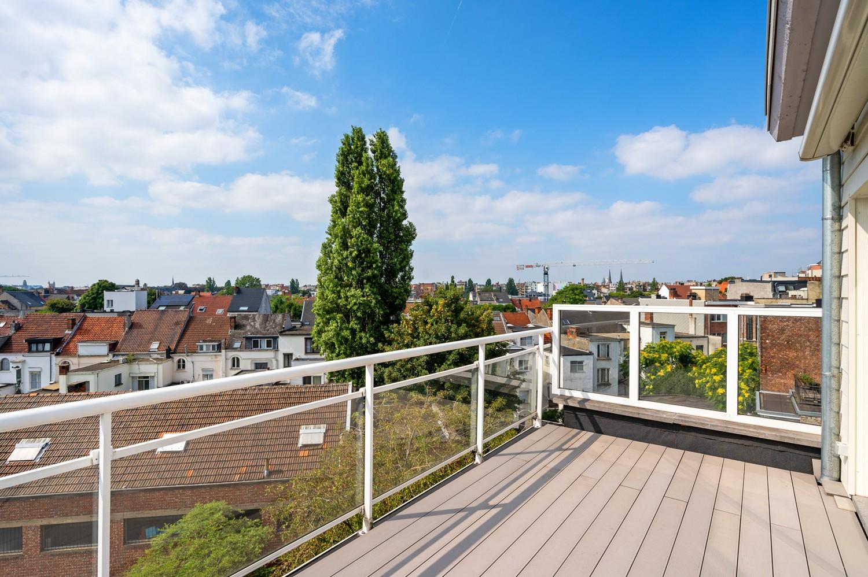 Aangename dakstudio met riant zonneterras grenzend aan Zurenborg en 't Groen Kwartier! afbeelding 1