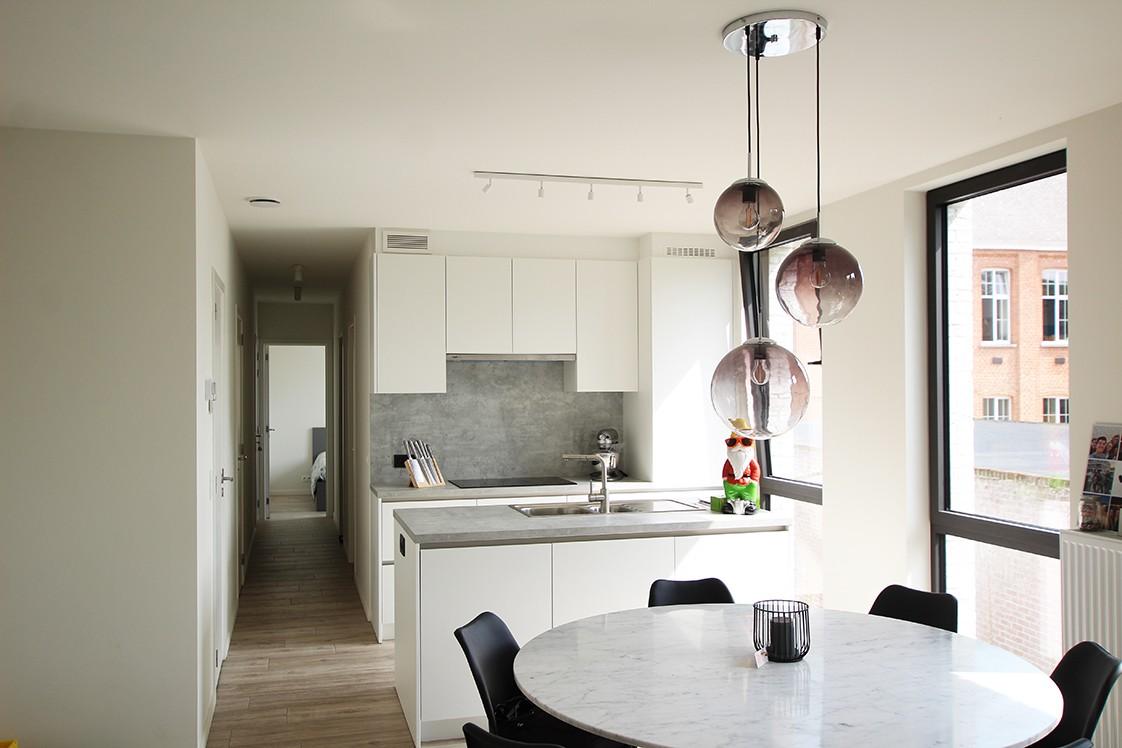 Recent, lichtrijk appartement met riant terras in centrum Broechem! afbeelding 3