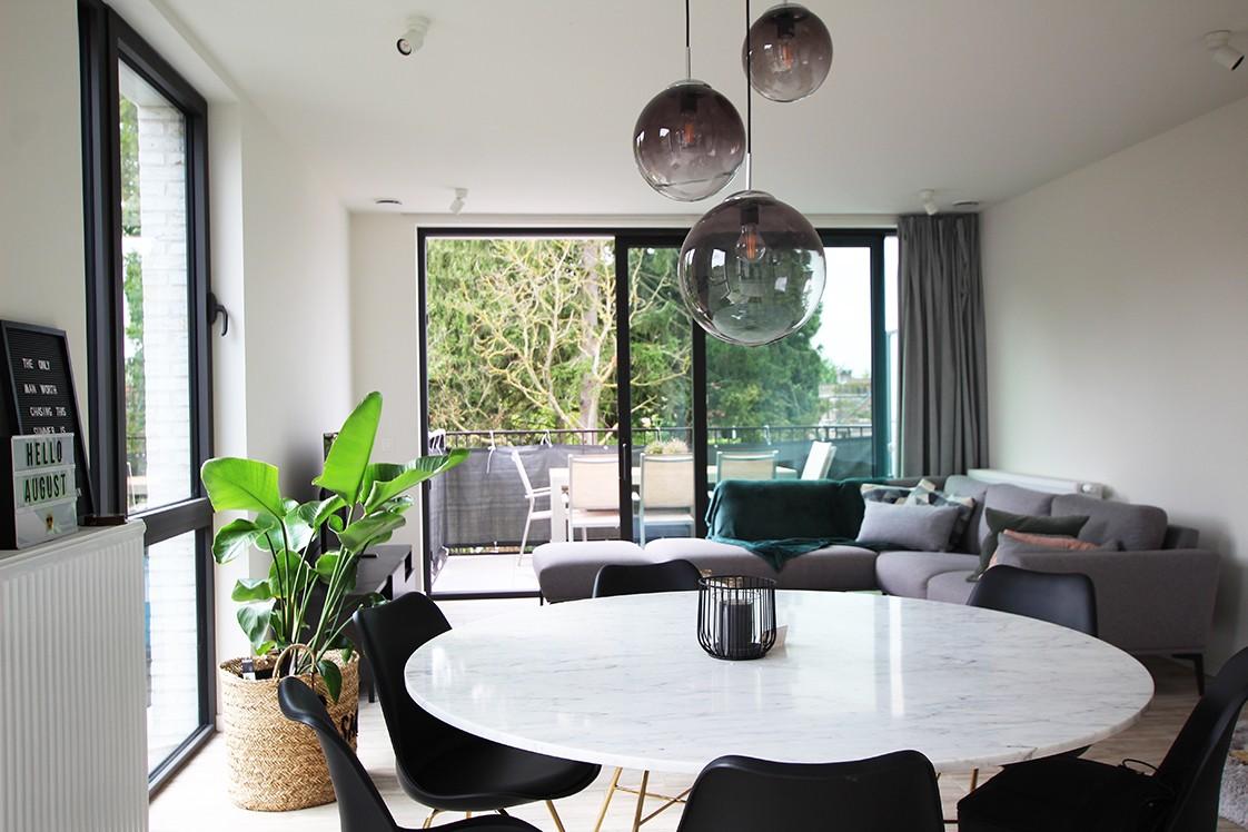 Recent, lichtrijk appartement met riant terras in centrum Broechem! afbeelding 1