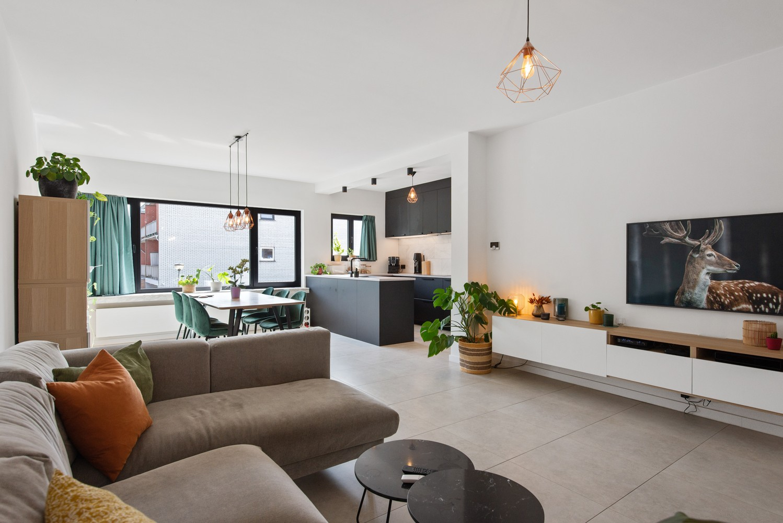 Trendy en stylish appartement met twee slaapkamers gelegen in een rustige straat te Brasschaat. afbeelding 1