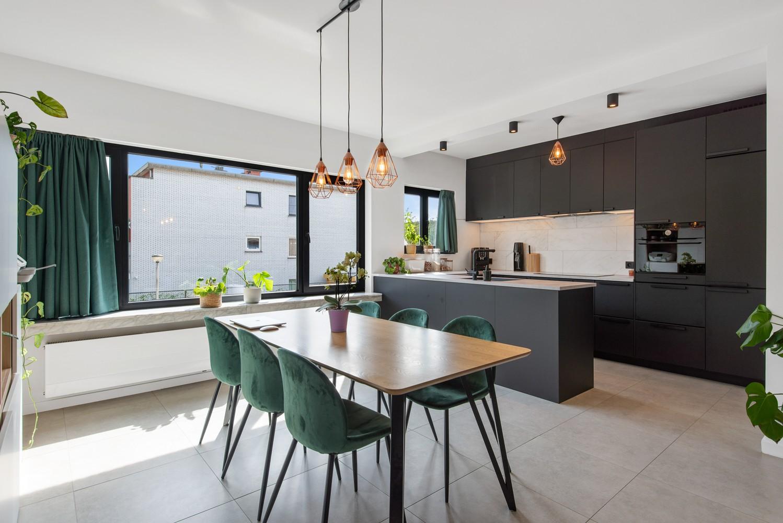 Trendy en stylish appartement met twee slaapkamers gelegen in een rustige straat te Brasschaat. afbeelding 3