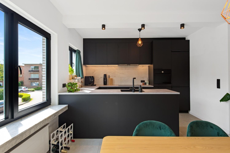 Trendy en stylish appartement met twee slaapkamers gelegen in een rustige straat te Brasschaat. afbeelding 4