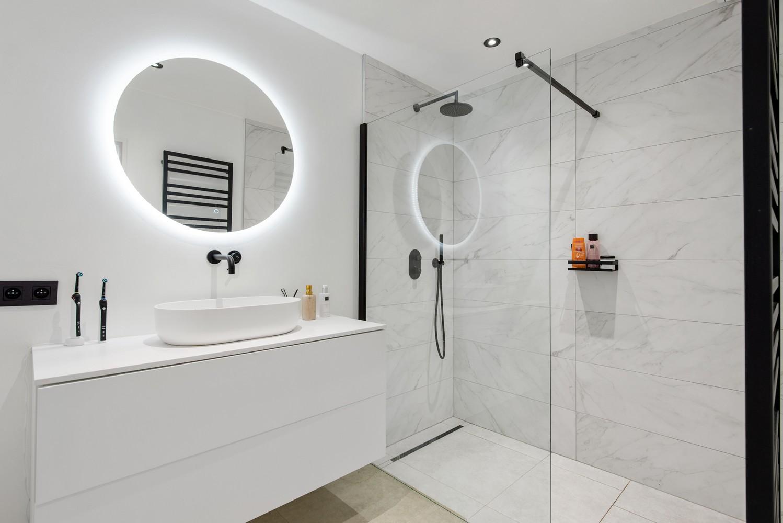 Trendy en stylish appartement met twee slaapkamers gelegen in een rustige straat te Brasschaat. afbeelding 10