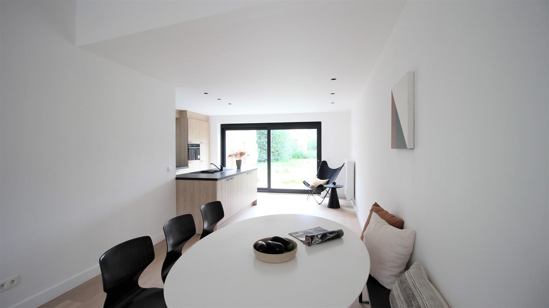 Volledig gerenoveerde woning met 3 slaapkamers op een gunstige locatie in Brasschaat! afbeelding 4
