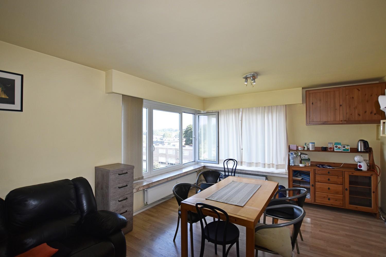 Verzorgd appartement met twee slaapkamers nabij het Te Boelaerpark. afbeelding 2