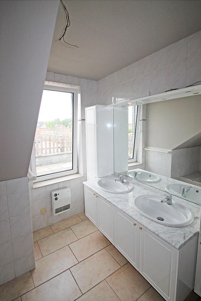 Dakappartement met twee slaapkamers en ruim terras (27m²) in de dorpskern van Broechem! afbeelding 8