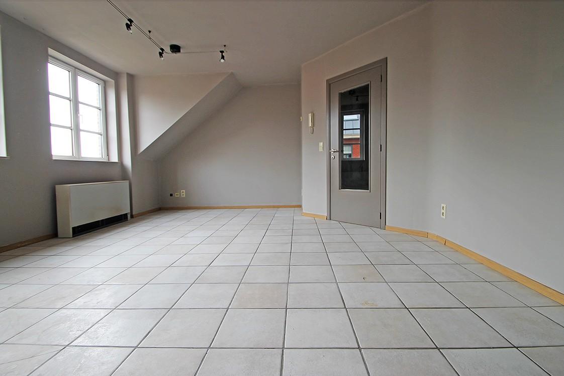 Dakappartement met twee slaapkamers en ruim terras (27m²) in de dorpskern van Broechem! afbeelding 2