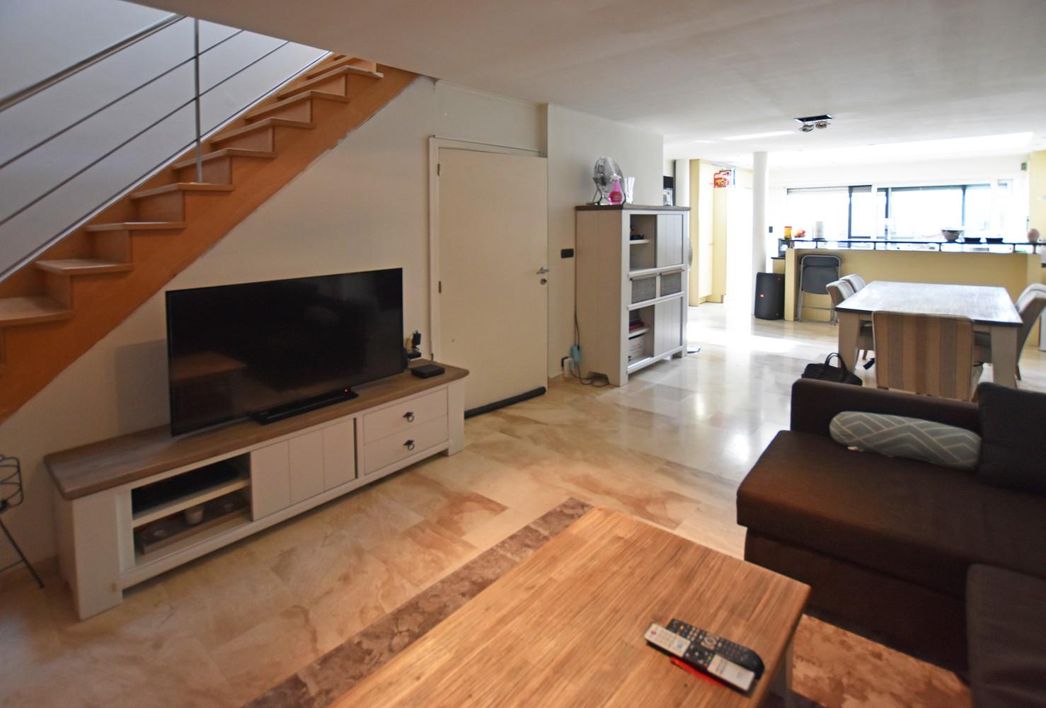 Woning/duplex-appartement met drie slaapkamers en een riant terras. afbeelding 4